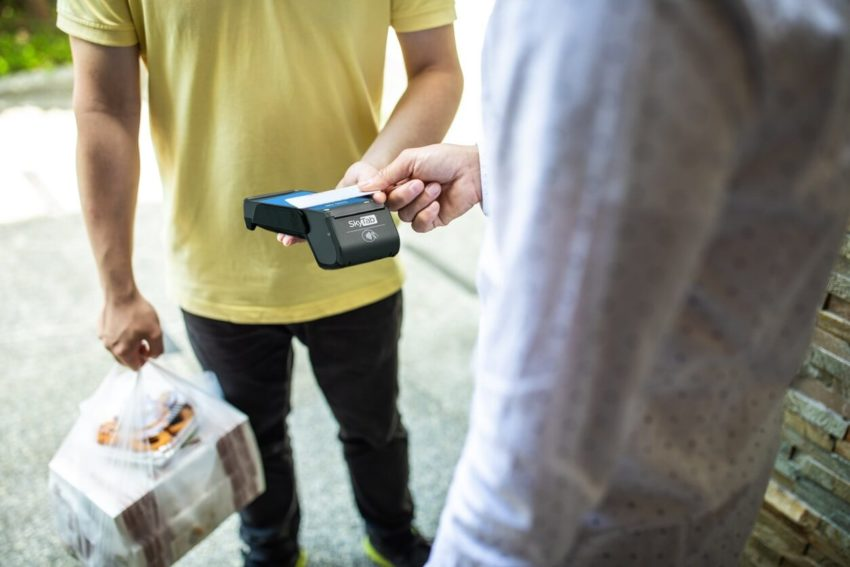Restaurant trends SkyTab Delivery contactless-payment